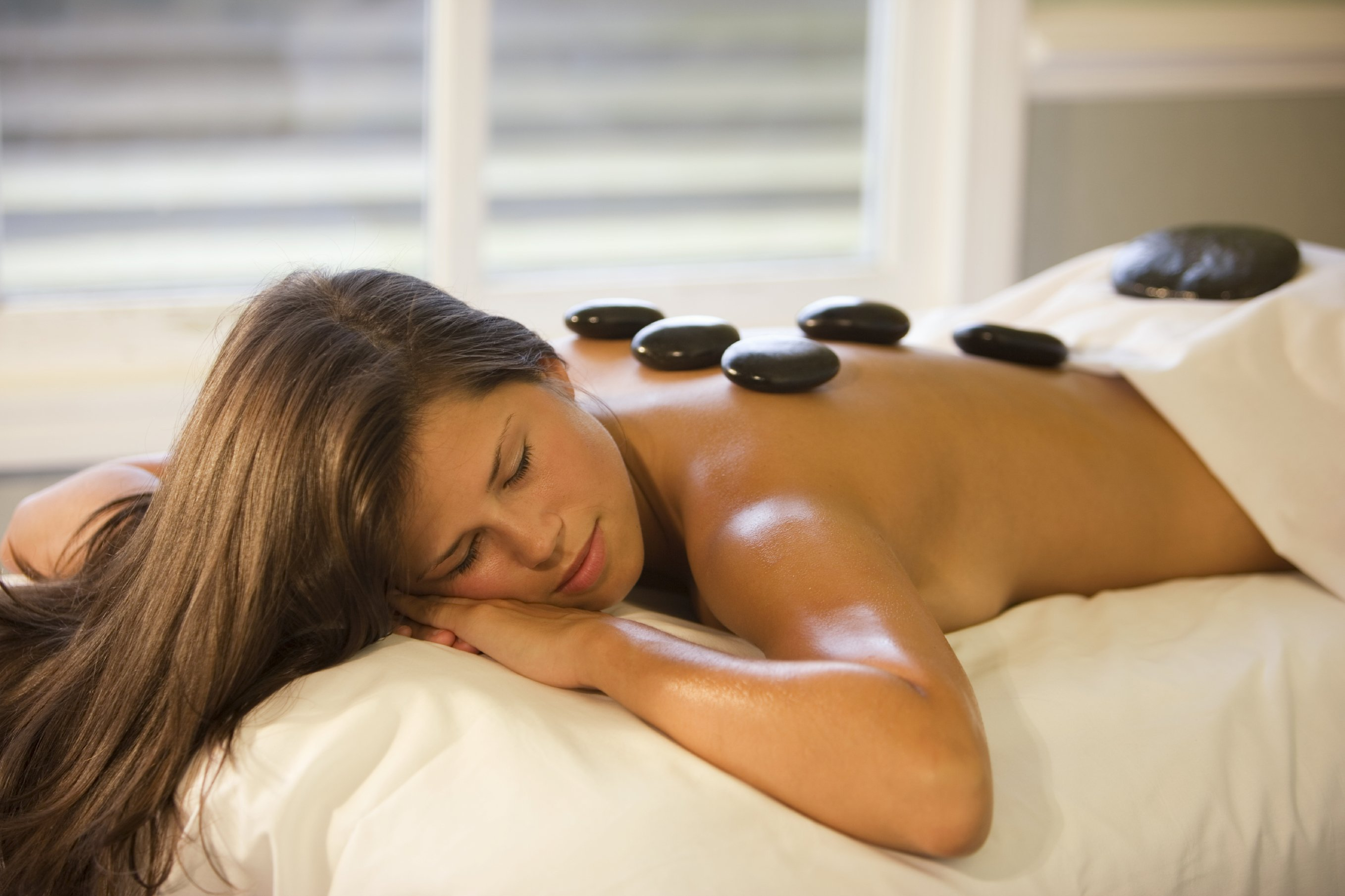 4 tips choosing the best hot stone massage therapist